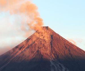 """ثوران بركان """"مايون"""" يجبر الحكومة الفلبينية على إجلاء مئات المواطنين """"صور"""""""