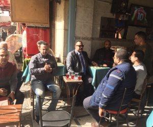 """برلماني يُجالس المواطنين على """"قهوة بلدي"""" للاستماع لمشاكلهم (صور)"""