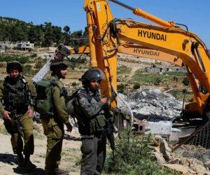 يوم الأرض.. قناصة إسرائيليون يطلقون النار على متظاهرين فلسطينيين بغزة