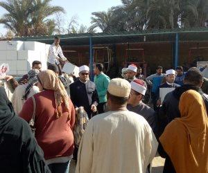 قافلة منظمة خريجى الأزهر تمنح 500 أسرة من قرية نصر النوبة مساعدات غذائية