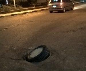 """يحدث في محافظة الجيزة """"ستر عورة البالوعات بالحجارة"""""""