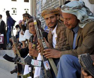إنشاء مقابر جديدة واستخدام السجناء في المعارك.. جرائم الحوثيين مستمرة في اليمن