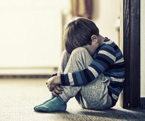 10 طرق لتأديب الطفل..تبدأ بالنظرات الحادة وتنتهي بالحرمان من ألعابه المفضلة