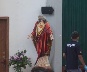 تكسير رأس تمثال السيدة العذراء في هجوم مسلح بإندونيسيا (صور)