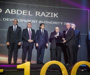 """رئيس هيئة التنمية الصناعية أحمد عبد الرازق يتسلم جائزة """"الشخصية الأكثر تأثيرًا في الإقتصاد المصري"""" في حفل تكريم Business Today"""