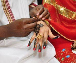 """""""هل بعد ذلك تقبليه بعلًا لك"""".. أغرب تقاليد الزواج في افريقيا"""