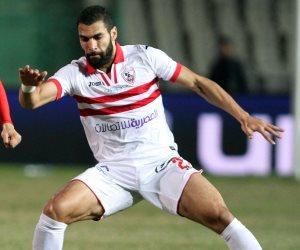 شاهد.. محمود عبد العزيز لاعب الزمالك يدخن «الشيشة»