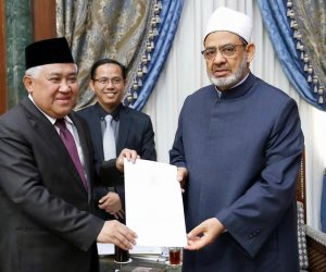 شيخ الأزهر يتسلم دعوة رسمية لزيارة أندونيسا