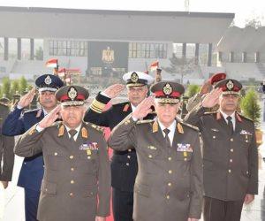 احتفالا بيوم الشهيد.. الرئيس ينيب وزير الدفاع لزيارة نصب الجندي المجهول (صور)