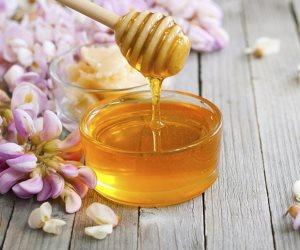 كوب ماء دافئ بالعسل قبل النوم..5 فوائد سحرية تفيد جسمك