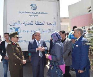 """محافظ المنيا يتفقد أعمال """"قافلة العيون """"بمكتبة مصر العامة"""