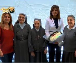 بمناسبة عيد الأم.. وزيرة الهجرة تزور مدرستها وتكرم الناظرة ببرنامج «صباح on»