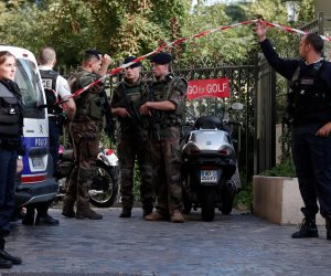 باريس تعاني.. مقتل محتجز الرهائن في فرنسا.. الإرهابي مغربي وطالب بالإفراج عن منفذ حادث باريس.. وماكرون: إعلان النتائج قريبا