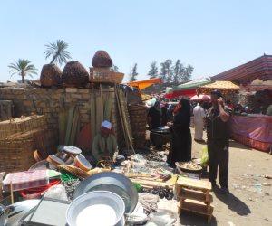 سوق الأربعاء يبيع البضائع المنقرضة من القلة والزير إلى الحصيرة والمشنة (صور)