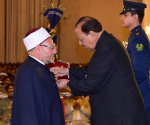 الرئيس الباكستاني يمنح مفتي الجمهورية قلادة «القائد الأعظم»