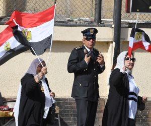 سيدات عين شمس تهتفن للسيسي: «حمى مصر من الخائنين» (فيديو)