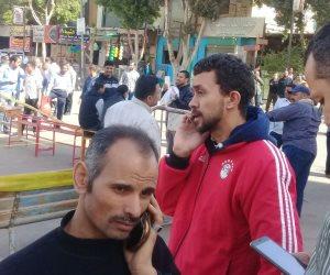 «الصنايعية الجدعان» يحتشدون أمام اللجان بمدينة أكتوبر (صور)
