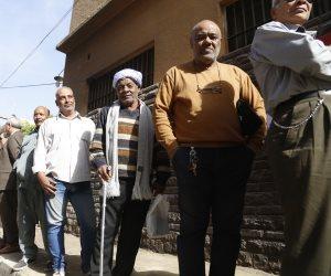 رئيس العامة للجملة يدلى بصوته فى الهرم: «تحيا مصر بجيشها وشعبها» (صور)