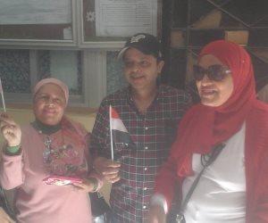 محمد هنيدي يدلى بصوته بمدرسة المنارة بالعجوزة: واجب وطني (فيديو)