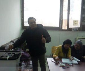 الفنان محمد فؤاد يدلى بصوته بالانتخابات الرئاسية بمدينة نصر (صور)