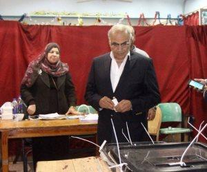 أحمد شفيق بعد الإدلاء بصوته في الانتخابات: المشاركة واجب وطني (فيديو وصور)
