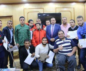 رئيس جامعة بني سويف يكرم الطلاب الفائزين بميداليات في بطولة الجامعات المصرية