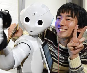 فقط في كوكب اليابان.. الإنسان الآلي قد يكون له دور في رعاية المسنين بالمستقبل