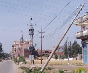 نعمة الكهرباء تتحول إلى نقمة بسبب تساقط أعمدة الكهرباء بطريق سنهور بالبحيرة  (صور)