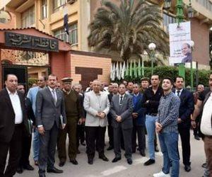 محافظ الشرقية يشارك المواطنين فرحتهم بالفوز الساحق للرئيس السيسي