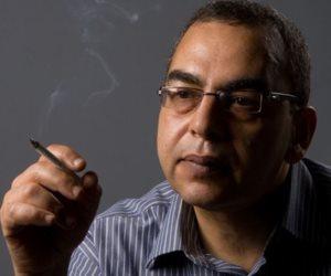 أستاذ بجامعة عين شمس يكشف سبب وفاة الكاتب أحمد خالد توفيق