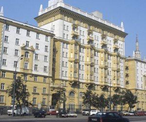الدبلوماسيون الأمريكيون المطرودون من روسيا يغادرون موسكو