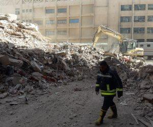 انتشال الجثة الثالثة من أسفل العقار المنهار شرق الإسكندرية