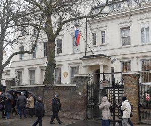 السفارة الروسية في باريس تطلب معلومات عن جنسية منفذ هجوم الطعن بفرنسا