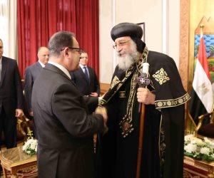 وزير الداخلية يقدم التهنئة للبابا تواضروس في مقر الكاتدرائية (صور)