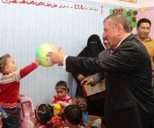 محافظ كفر الشيخ يزور دور الأيتام ويوزع عليهم الهدايا (صور)