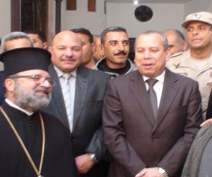 محافظ دمياط يزور كنيسة الروم الأرثوذكس لتقديم التهنئة بعيد القيامة (صور )