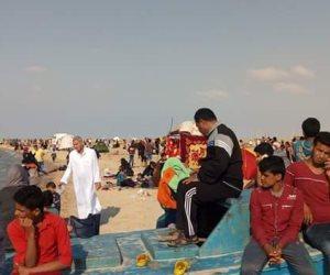أهالي سيناء يحتفلون بشم النسيم على شواطئ العريش وبئر العبد (صور)