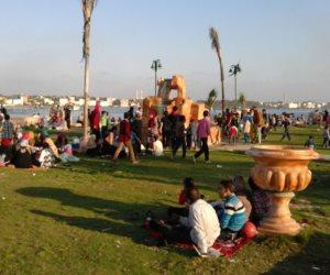 إقبال كثيف من الأهالى للاحتفال بعيد شم النسيم بتل أبو مندور برشيد (صور)