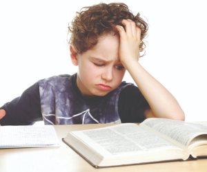 لو ابنك يعاني صعوبة في التعلم وتأخر مستواه في التحصيل.. أهم الأعراض وطرق العلاج