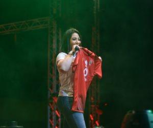 بوسي تحمل فانلة الأهلي وتشكر الخطيب في حفل الربيع بالقلعة الحمراء (صور)