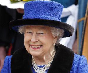 الملكة وزوجة الحفيد.. هل تجاهلت إليزابيث ملاحظاتها على ميجان أم تدعي التسامح؟