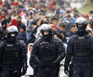 إخلاء موقع مون سان ميشيل بعد تهديد رجل للشرطة بفرسا