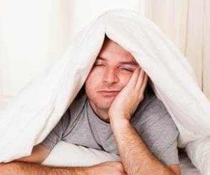 النوم المرتبط بالقلق والأرق يزيد من مخاطر الإصابة بالألزهايمر