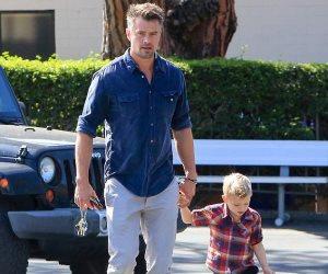 بعد شائعة الارتباط.. جوش دوهاميل يقضى وقته برفقة ابنه أكسل (صور)