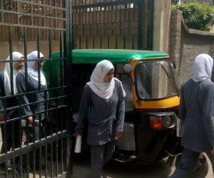 «مش مهم المريض يدخل».. «التوك توك» يغلق مدخل مستشفى زفتى العام في غياب المرور (صور)