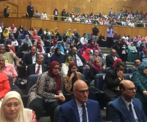 وزير التعليم العالي ومحافظ أسيوط يشهدان ختام برنامج «أنت مراية نفسك» (صور)