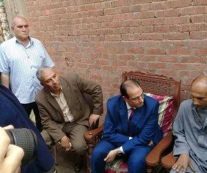 محافظ الدقهلية يقدم واجب العزاء لأسرة الشهيد مجند عبد الرحمن حسن  ( صور )