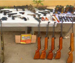 ضبط 37 قطعة سلاح و 2950 قرص مخدر بحوزة محاسب بحملة أمنية بسوهاج