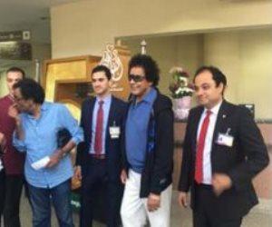 خروج محمد منير من مستشفى دار الفؤاد بعد تماثله للشفاء