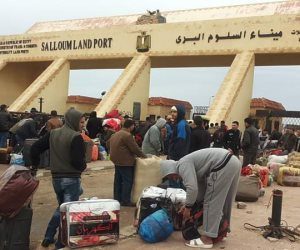 عبور 1391 مصريا وليبيا و 317 شاحنة عبر منفذ السلوم خلال 24 ساعة